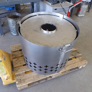 Stahlblecheinfassung und CNS-Einlegeblech für Grill