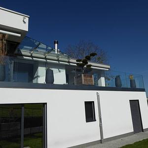 Neues Glas-Vordach