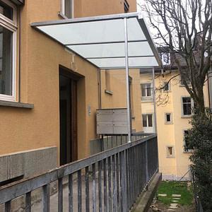 Neue Briefkastenanlage (mit neuem Vordach)