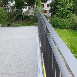 Neuer Anstellbalkon mit Geländer bei Umbau