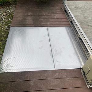 Pool-Schachtabdeckung mit Klappgriff aus CNS-Vierkantrohre und CNS-Blech