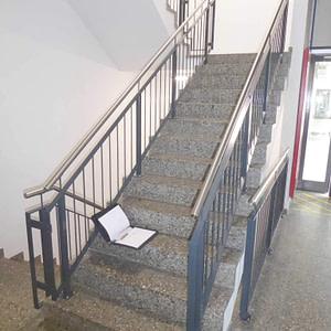 Neues Treppenhausgeländer