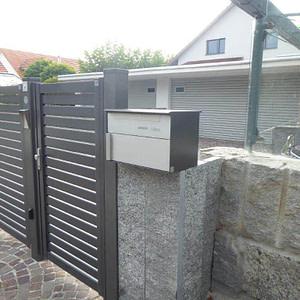 Briefkasten beim Tor