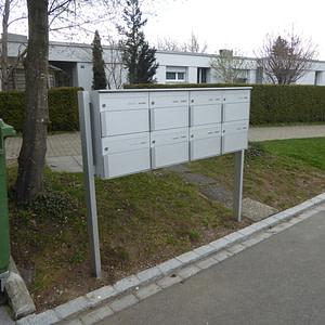 Neue Briefkastenanlage aus Aluminium